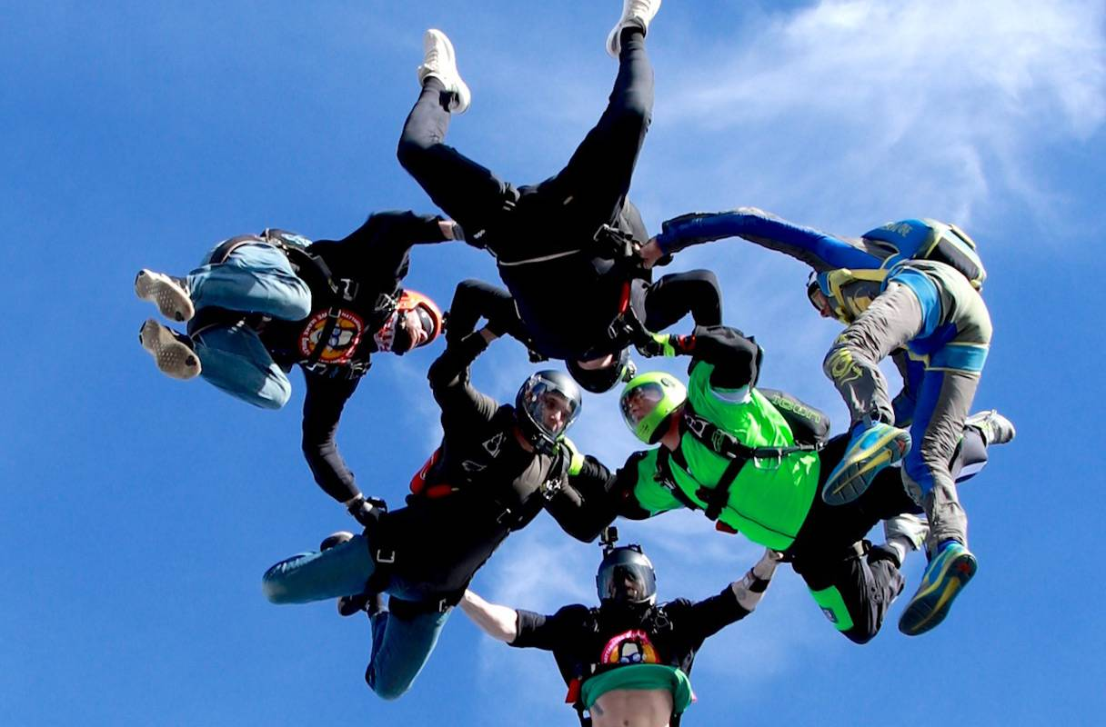 Experienced skydivers in enjoying free fall at Chattanooga Skydiving Company